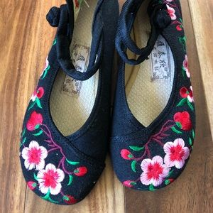 Shoes - Cute flower wedge shoes